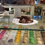 Pasticceria Dal Mas Cioccolateria - 料理写真:チョコ以外にマカロンやマロングラッセもあります♪