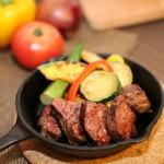 古民家カフェ&バル saburo36 - 牛サガリのステーキ。コースでお出ししております。