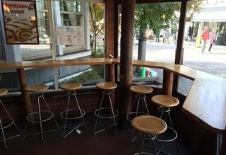 ブランジェ浅野屋 旧道店 - ここで食べてもいいのかな?