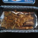 ブルーマンタ - 胡麻醤油味と醤油味のせんべいが合わせて17枚入っています。