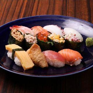 寿司・サラダバーも食べ放題♪