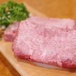 炭火焼肉 牛和鹿 - 生タンステーキ