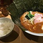 山王家 - カレーらーめん並(850円)と、サービスライス