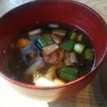 紬山荘 - このつけ汁は柚子の香りが効いてて旨い!!