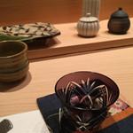 天てんぷら うち津 - 日本酒の器は好きなものを選べます