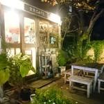 金魚CAFE - 夜の外観