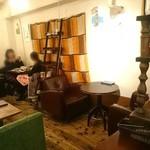 金魚CAFE - 店内
