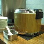 麺家 威風堂堂 - セルフで盛り放題のご飯