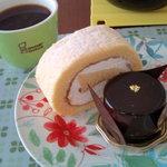 4519342 - ロースケーキとチョコケーキ(オレンジ風味)