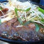 とんちゃん - 料理写真:つらみ(豚のほほ肉)鉄板焼