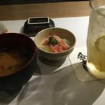 金市朗 - お通しはポテト烏賊塩辛のせ、味噌汁