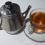 フラワーズコモン - ケーキセットの生姜ほうじ茶