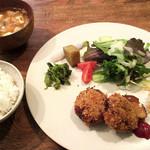 カフェギャラリー ネスト - 料理写真:鹿肉コロッケと有機野菜のランチ
