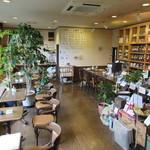 長屋門珈琲カフェ・ティカル - 少し雑然とした店内…(笑)