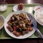 中華台湾屋台 三彩居 - 2015.11鶏肉とナスオイスターソース炒め\842
