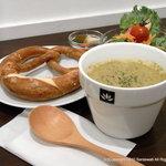 サラスワティ - 新スープセットは大人気の岩塩プレッツェルをパートナーに迎えました。