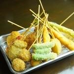 串かつ 前田製作所 - 料理写真:アツアツ!定番から変わりだねまで揚げたての串かつが楽しめる。本場大阪の味!10本盛り!