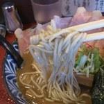 45202899 - 濃厚なスープに、しっかりした麺がよくからむ