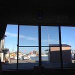 45204613 - 店内からは漁港が見えます