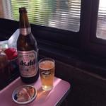 45205017 - 懐かしいガラス窓とビール