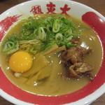 東大 京都店 - 卵を割りいれます