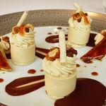 45209958 - プラリネのパルフェとバナナのキャラメリゼ 温かいショコラのソース