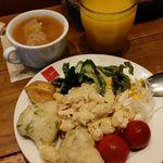 45212538 - 前菜盛り、スープ、オレンジジュース
