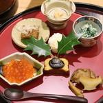日本料理 太月 - 2015/12ちじみおうれんそうあーもんどの白和え、しま海老のしんじょう、あわふの田楽、子持ち昆布、あおりいかの身とこのわた、あわび、いくら