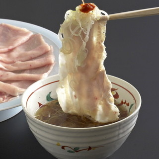 極上黒豚や近江牛を伝統の出汁で味わう出汁しゃぶ