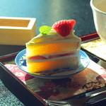 日本料理 鎌倉山倶楽部 - tea salonからのシートケーキを別室でいただきます