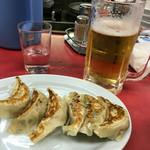 ベトコンラーメン新京 - 餃子に生ビール