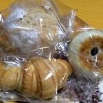 パン処 あんずのしっぽ - 料理写真:天然酵母のパンたち