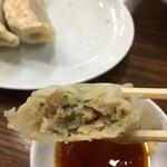 南京亭 - 餡もジューシーで美味い!