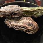 45225419 - 牡蠣の食べ比べ