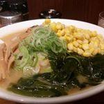 旭川ラーメン番外地 - 味噌ラーメン、コーン、ワカメ