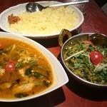 タンドールバル カマルプール - サバカレーとほうれん草とチーズのカレー