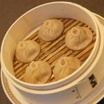 中国料理 盤古殿 - 豚肉小籠包(5個)(580円+税)2015年12月