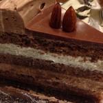 TANNE - チョコレートケーキのアップ
