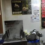 福丸 - こだわりの生麺を湯がく釜  この麺がおいしいのです!