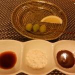 葉隠亭 - 銀杏&串揚げ用のソースは3種類あります
