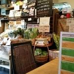 6889cafe - 無農薬野菜も売ってます。