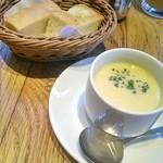 45233614 - ランチセット パスタにつくスープとフォカッチャ