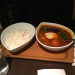 スープカレー屋 鴻 - 赤スープ野菜カレー800円