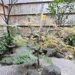 煌庵 - 中庭があります