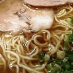 餃子館 - スープの表情 以前よりオイル増?