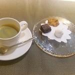 saveur - エスプレッソと小菓子