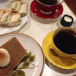 珈琲専科 綾 - シフォンケーキはシナモンでした。