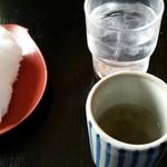 八松庵 - 食前の梅昆布茶