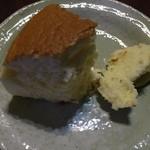 りくろーおじさんの店 岸里新本店 - 焼きたてチーズケーキ(675円)カット