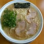 ラーメン げんこつ家 - ラーメン大盛650円(2015.11)